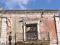 Balcone danneggiato a Craco