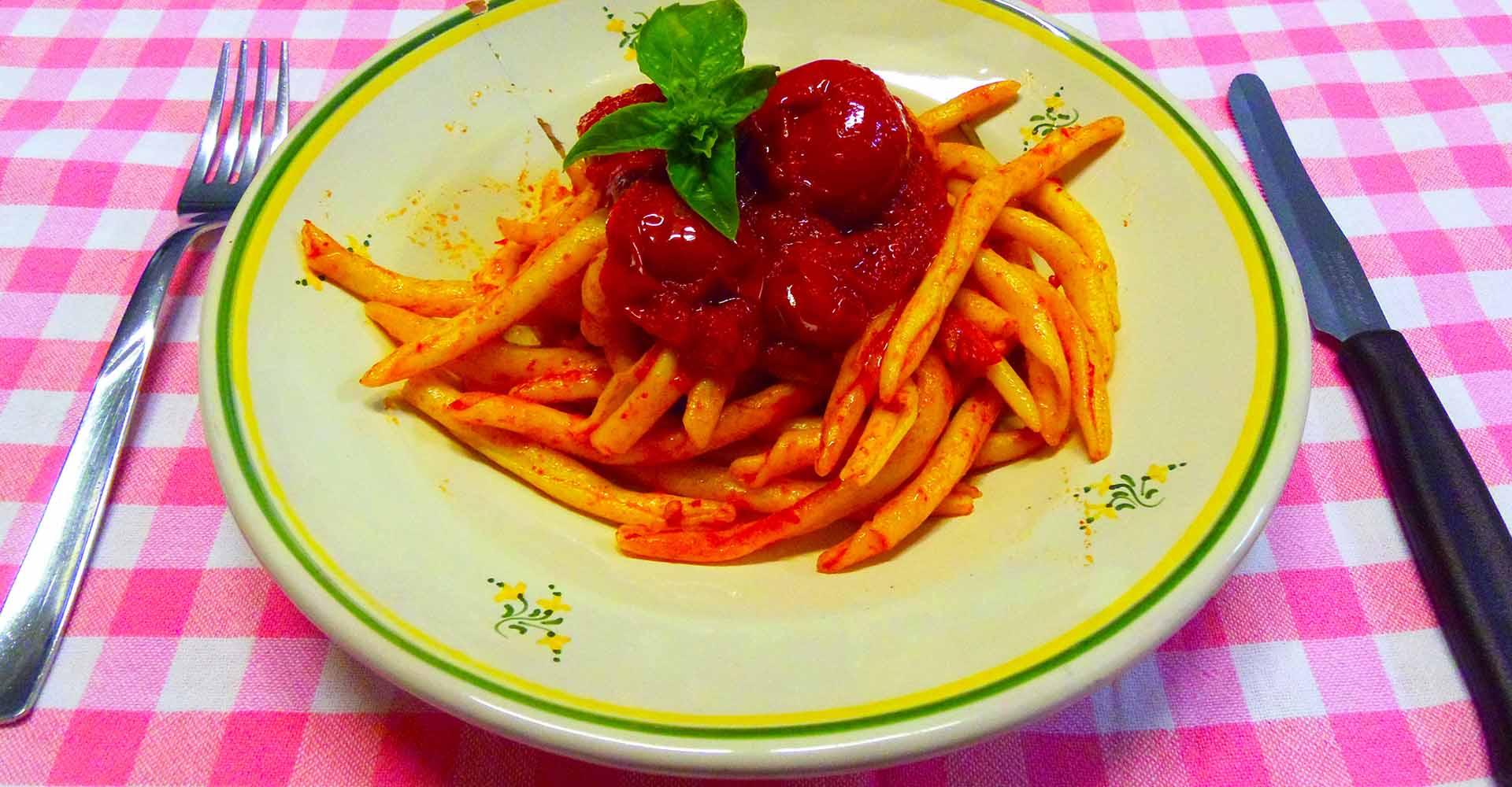 Piatto di Frizzuli con Passata di Pomodoro e Pomodorini